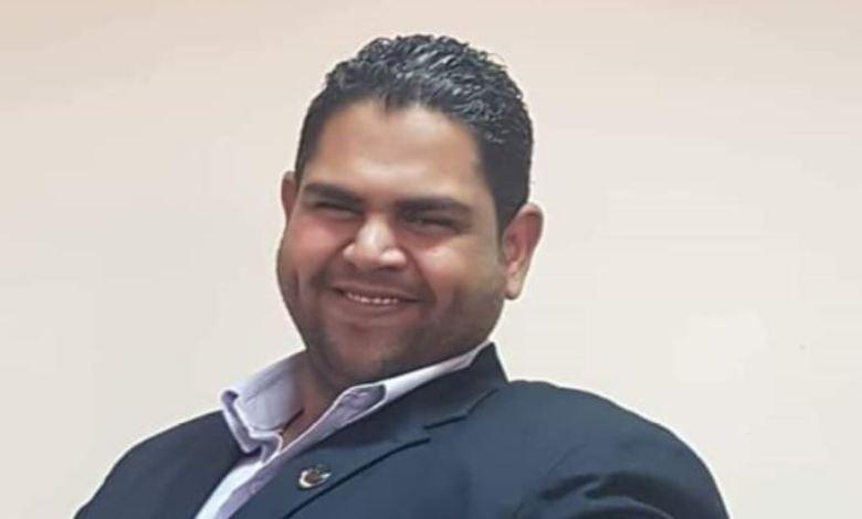 رامز عباس يكتب .. عتمة القمر