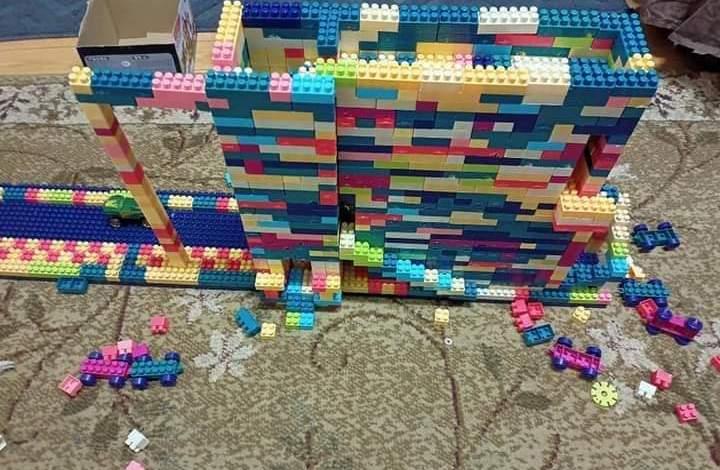 طفل من ذوي الهمم..وموهبة تصميم الأشكال الهندسية