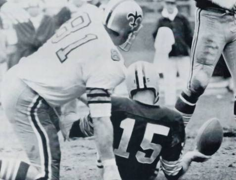 Doug Atkins Sacks Bart Starr in 1968