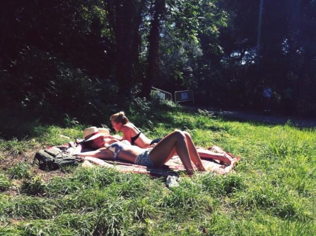 Baños de sol en el Piknic Electronik