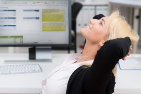 ¿Cómo Quemar calorías sentado? Ejercicios para adelgazar desde la silla