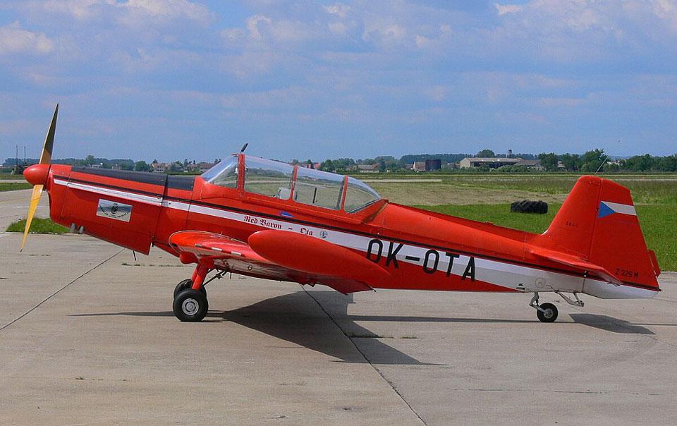 O Z-326, fabricado na Checoslováquia, é o avião de treinamento básico da Força Aérea Revolucionária