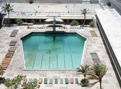 La imagen puede contener: piscina y exterior