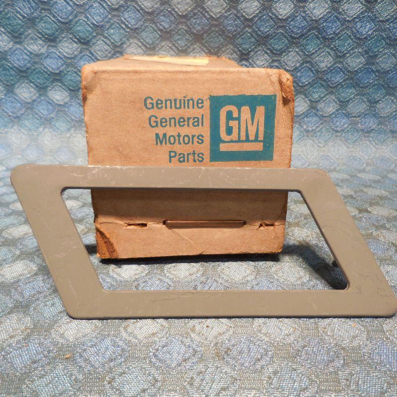 1981 Oldsmobile Toronado NOS GM LH Rear Marker Light Bezel # 20107129