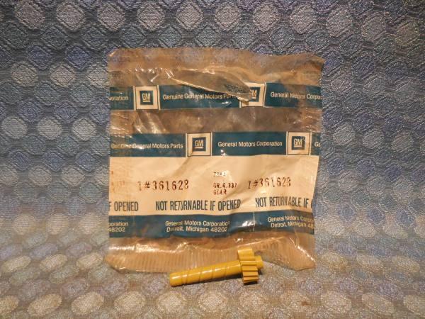 GM NOS Speedometer Driven Gear, 18 Teeth, Mustard Color # 361628