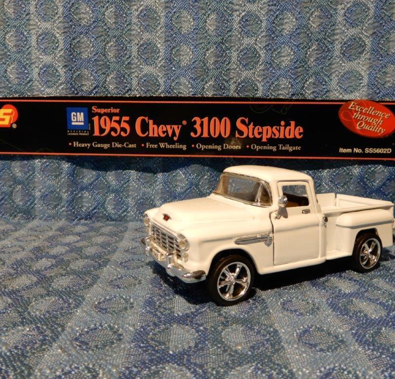 New White 1955 Chevrolet Stepside Pickup 1:36 Scale Die Cast, w/ Chrome Wheels