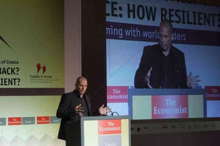 """Ο ΥΠΟΙΚ Γιάνης Βαρουφάκης  μιλάει στο συνέδριο του Economist με θέμα: ¨Europe: the comeback? - Greece: how resilient?"""", Πέμπτη 14 Μαϊου 2015. ΑΠΕ-ΜΠΕ / ΑΠΕ-ΜΠΕ / Αλέξανδρος Μπελτές"""