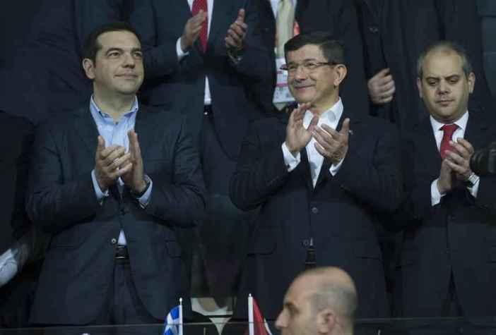 epa05030026 Turkey's Prime Minister Ahmet Davutoglu (C) and his Greek counterpart Alexis Tsipras (L) attend a friendly soccer match between Turkey and Greece in Istanbul, Turkey 17 November 2015. EPA/TOLGA BOZOGLU
