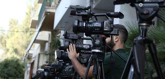Τηλεοπτικά συνεργεία έξω από το κτίριο της ΓΓΕΕ,  όπου επιχειρηματίες και εκπρόσωποι των επιχειρηματικών σχημάτων  διεκδικούν τις τέσσερις άδειες, Πέμπτη 1 Σεπτεμβρίου 2016. Ομαλά συνεχίζεται η μαραθώνια διαδικασία δημοπρασίας των τεσσάρων τηλεοπτικών αδειών στα γραφεία της Γενικής Γραμματείας Ενημέρωσης και Επικοινωνίας ΑΠΕ-ΜΠΕ/ΑΠΕ-ΜΠΕ/ΣΥΜΕΛΑ ΠΑΝΤΖΑΡΤΖΗ
