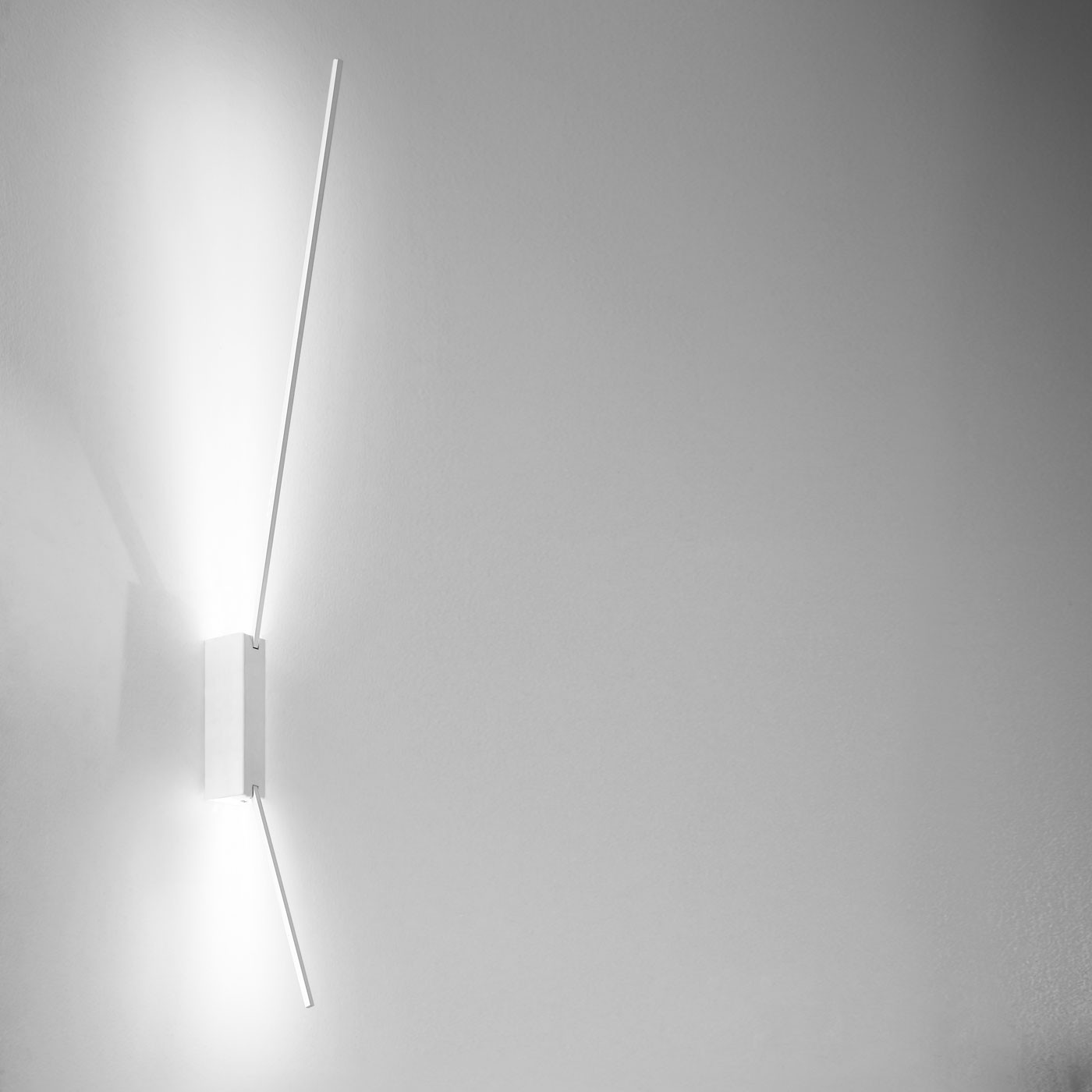 icone spillo 2 40 wall ceiling light
