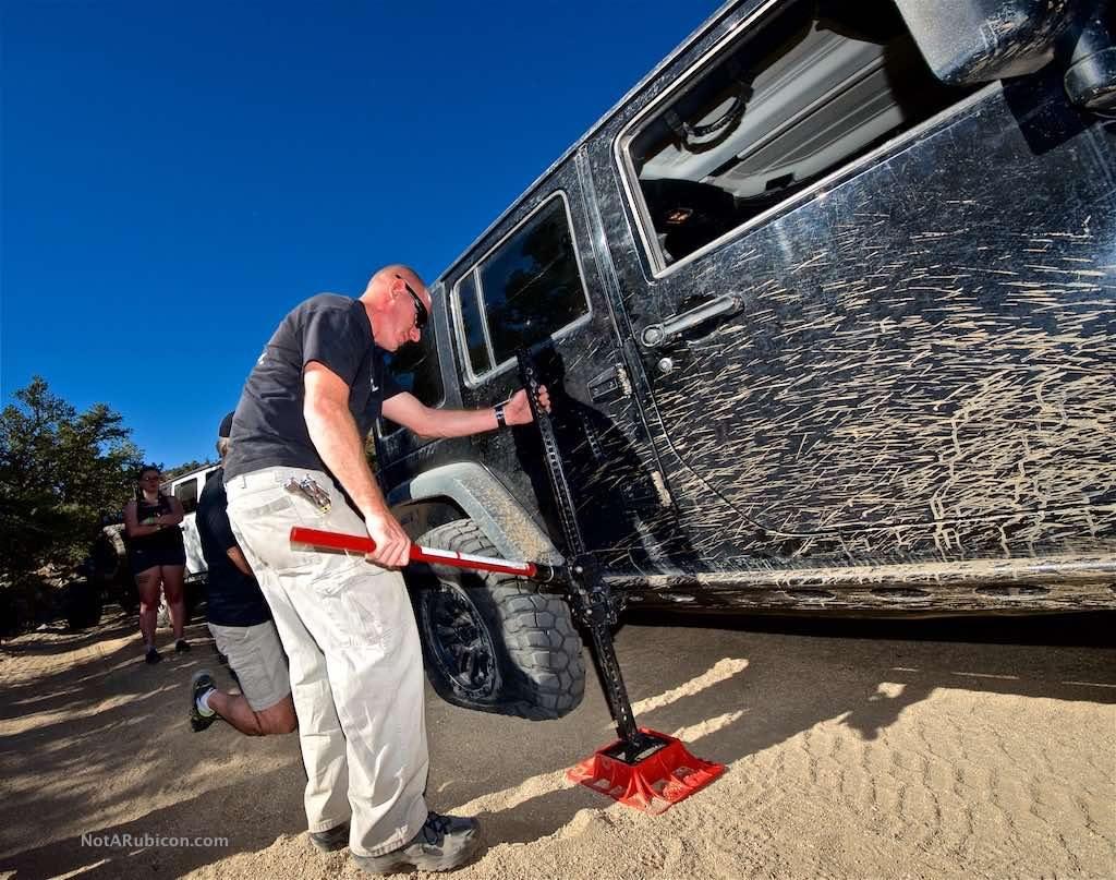 Jeep with flat tire at Mottino Wash