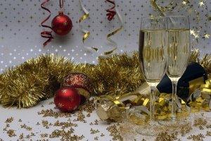 クリスマスはワインで乾杯!ケーキやフライドチキンに合うおすすめワインって?