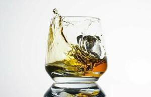 お酒初心者がハイボールを楽しむ方法って?おすすめのウイスキーと作り方