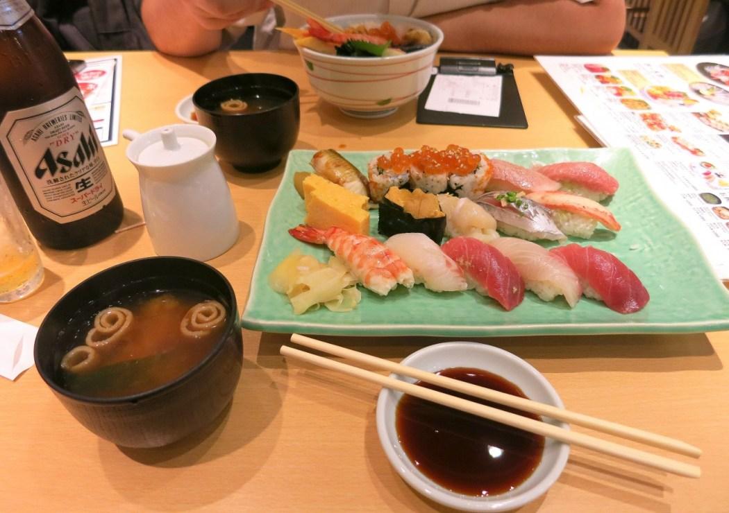 Sushi en el mercado de Tsukiji, Tokio