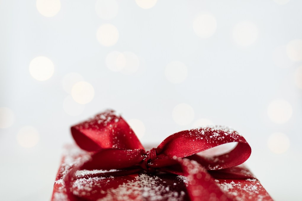 kaboompics_Red Christmas Gift