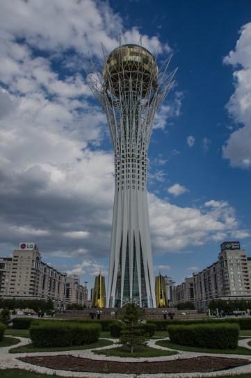 Monumentaler Turm im Zentrum des neuen Astana