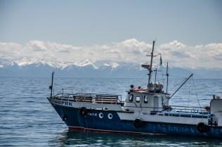 Ein Fischerboot am Baikalsee