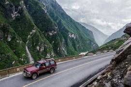 Einsame Fahrt durch spektakuläre Landschaft