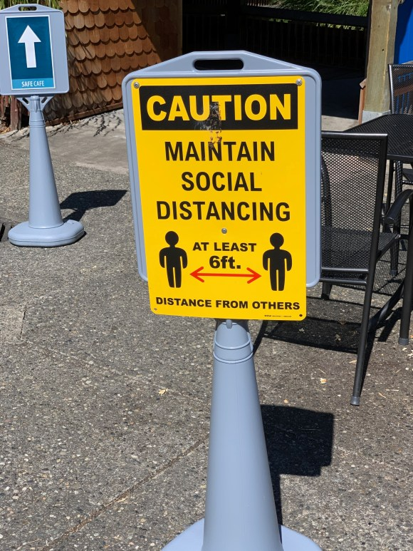 zoo sign: maintain social distancing