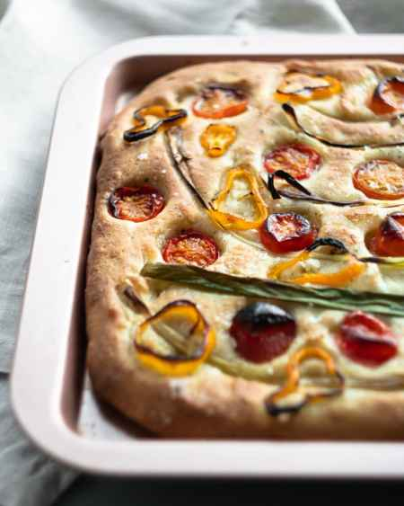 tomato focaccia from side