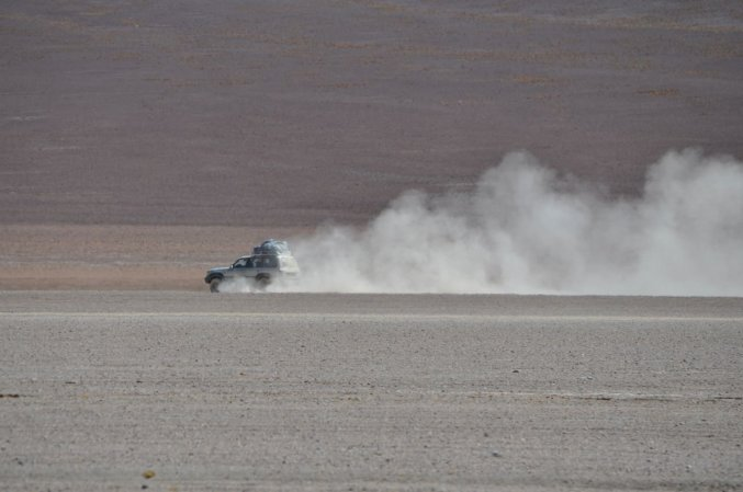 4x4 racing across the desert