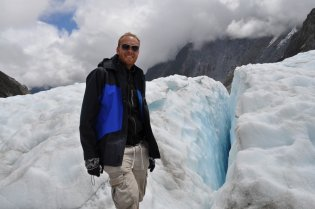 Bill by an ice fissure