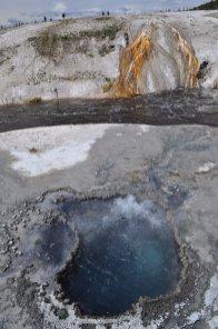 Yellowstone_old_faithful_3