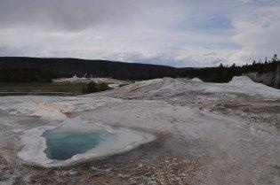 Yellowstone_old_faithful_7
