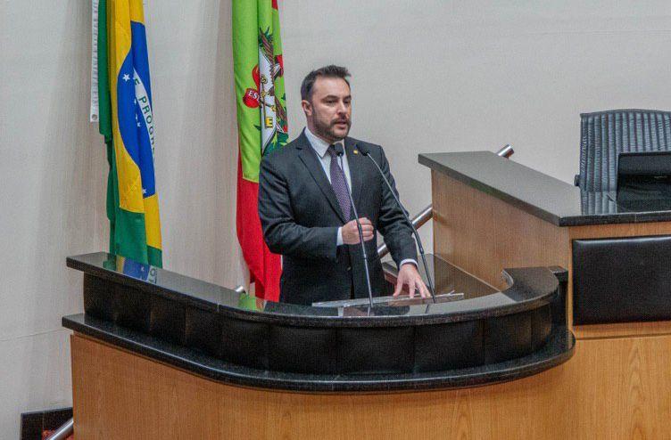 Marcius Machado retorna a assembleia solicitando a conclusão da SC-390