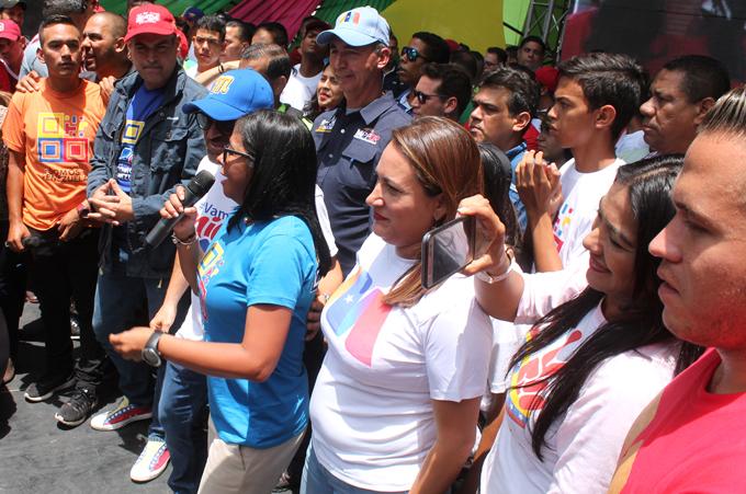 Resultado de imagen para somos venezuela y delcy rodriguez en parque negra hipolita de valencia