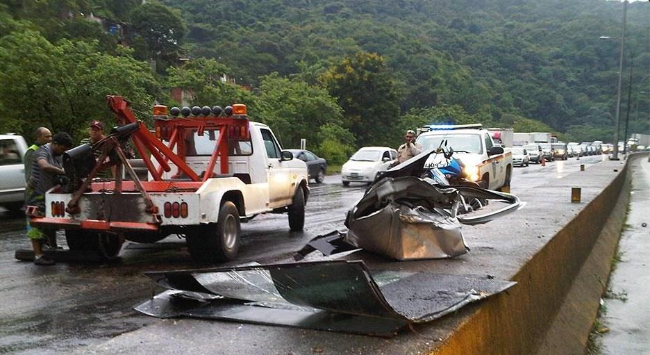 Se volcaron unos militares en un carro que llevaba 14 millones de bolívares