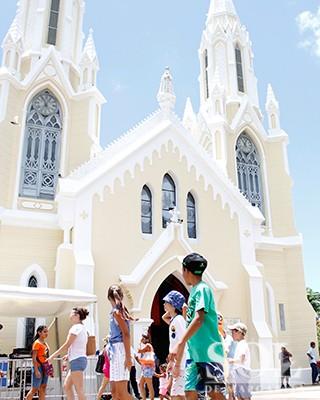 Visita-de-ninos-a-la-Virgen-Del-Valle_DN