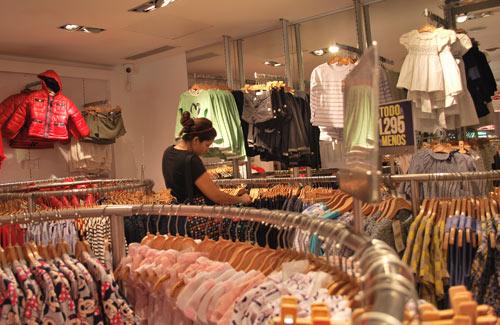 Publican lista de los comercios que venderán ropa y zapatos baratos