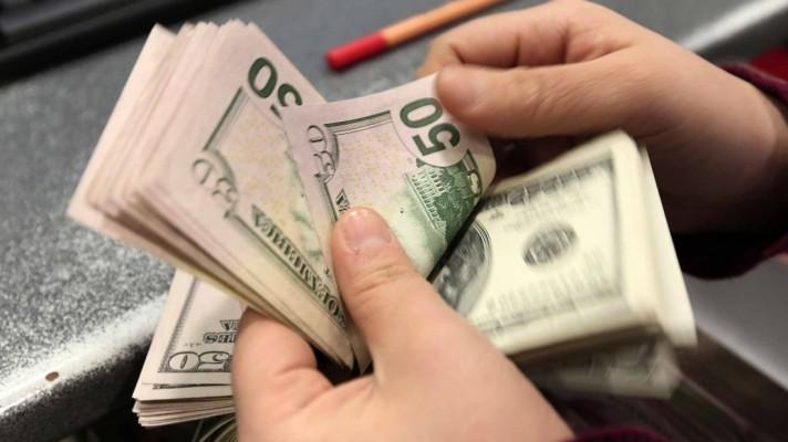 El dólar paralelo sufre la peor caída decembrina