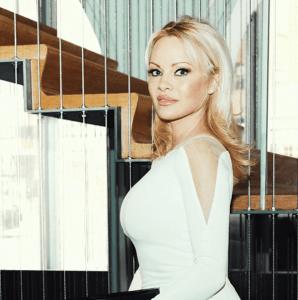pamela anderson vestido blanco