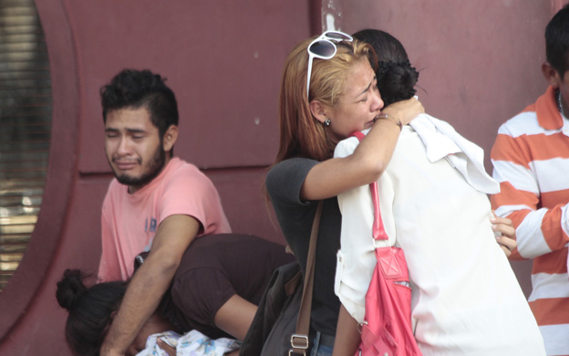 Muere niña quemada al dejarla sola en la casa