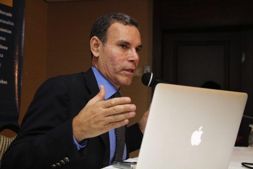 Luis Vicente León respondió lo que pasará esta semana con la nueva reconversión