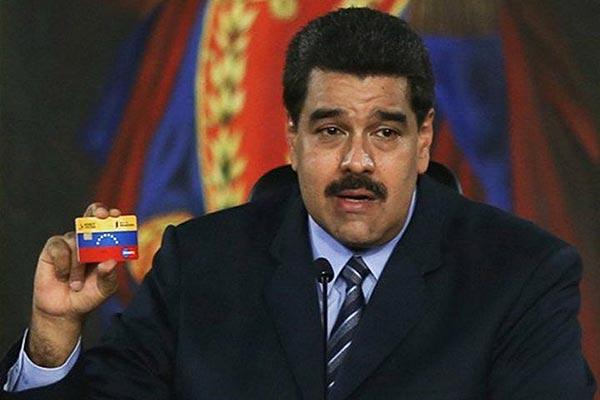 Lo que hará Maduro con las personas que paguen con tarjetas en diciembre
