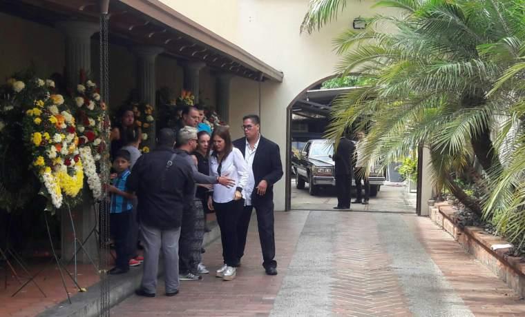 En fotos y videos: Familiares y amigos despiden a Arnaldo Albornoz