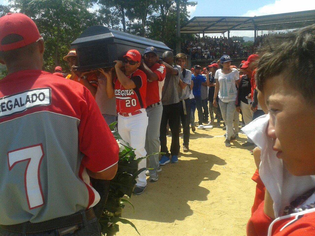Muere un peloterito  tras recibir un bolazo en estadio de Guatire