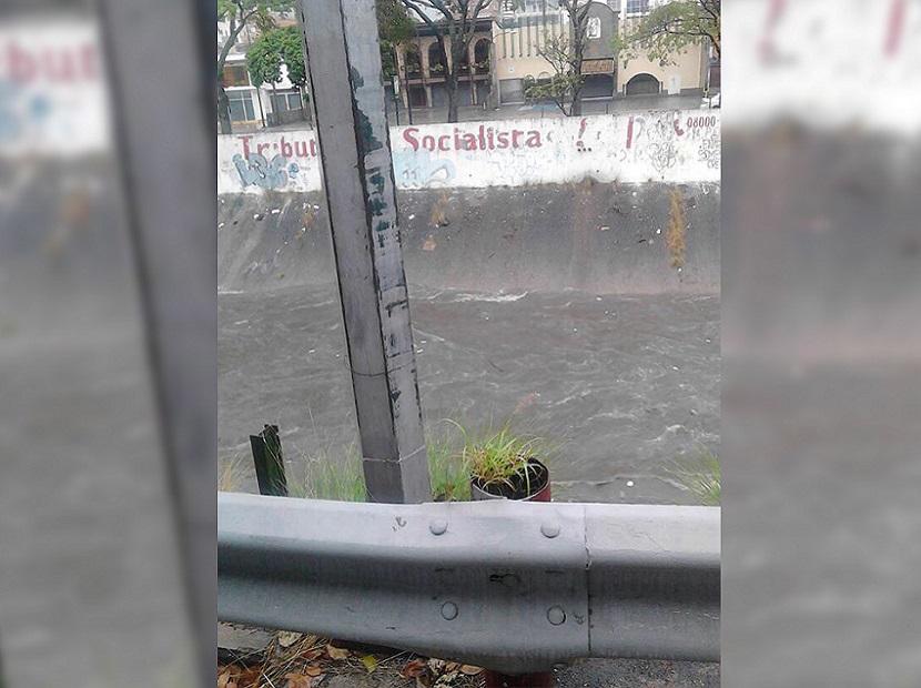 Vehículo de la GNB volcó y cae al río Guaire: 2 heridos (Imágenes)