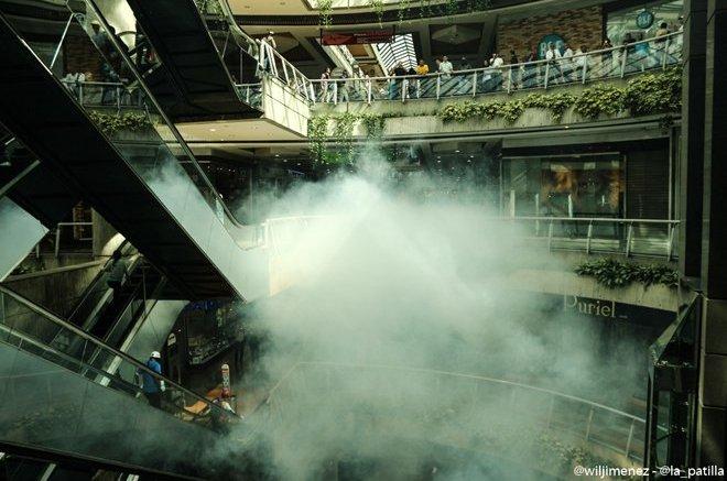 centros comerciales atacados con lacrimogenas caracas