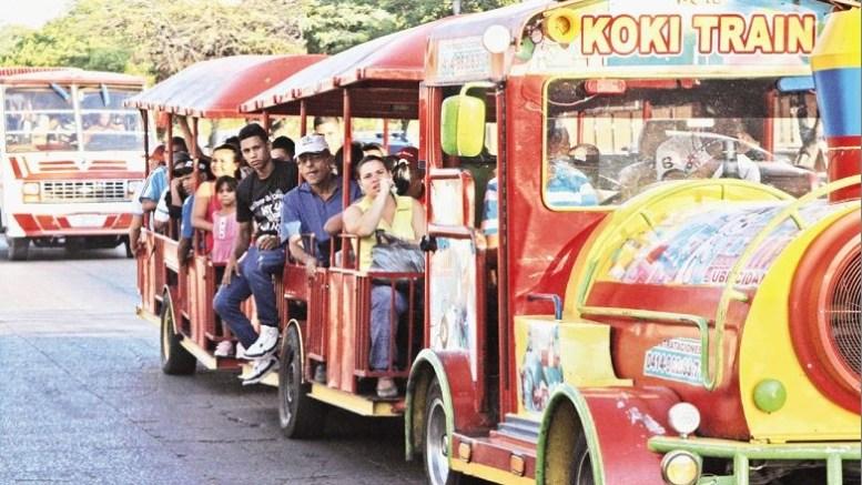 Trencitos de feria ayudan a paliar crisis de transporte público en Maracaibo