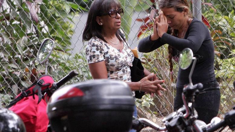 Familiares en la Morgue de Bello Monte esperan entrega del cadáver de mototaxista asesinado
