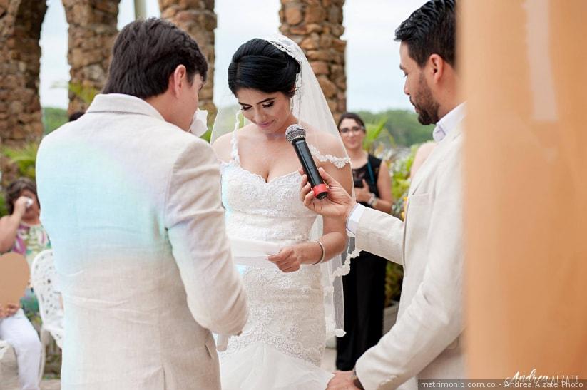 Descubrió que su novio la engañaba y así lo ridiculizó en plena boda