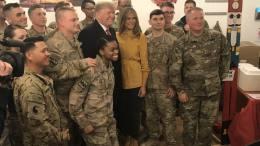 trump y esposa en irak