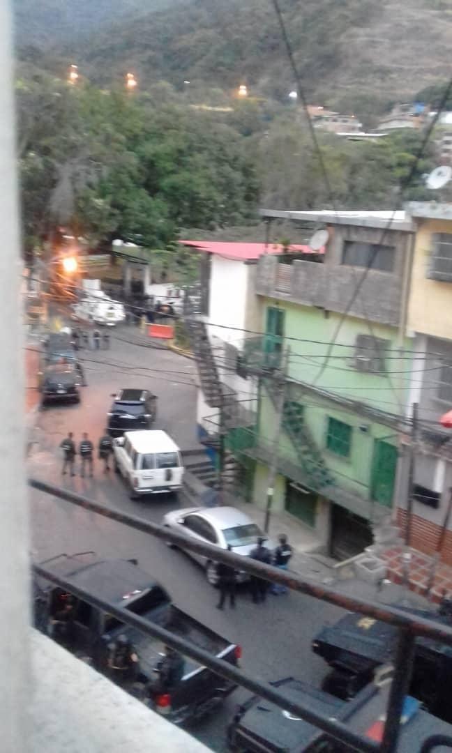 Autoridades de la GNB y Faes median para controlar situación irregular en Comando de la GNB en Cotiza