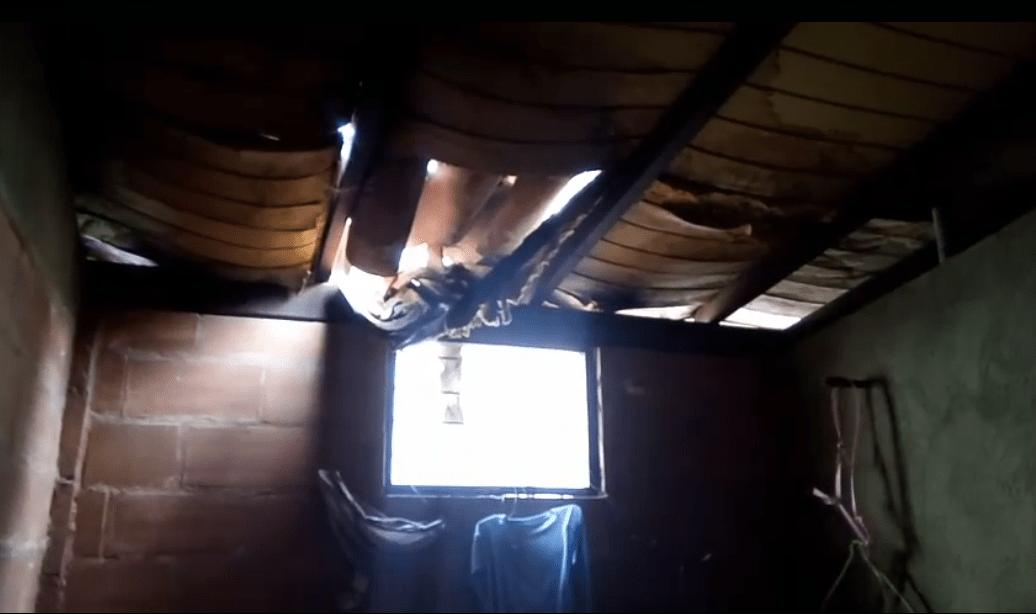 «Tengo un niño especial, temo que le caigan escombros» María Carrasco pide diariamente a Dios que no llueva por el techo deteriorado de su vivienda