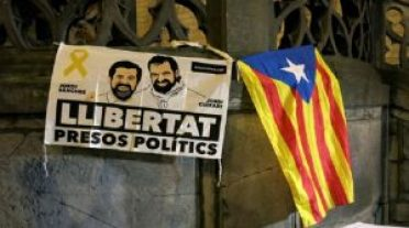 Gobierno de Cataluña ha sido denunciado por no retirar carteles que pedían libertad para presos políticos (foto agencias)