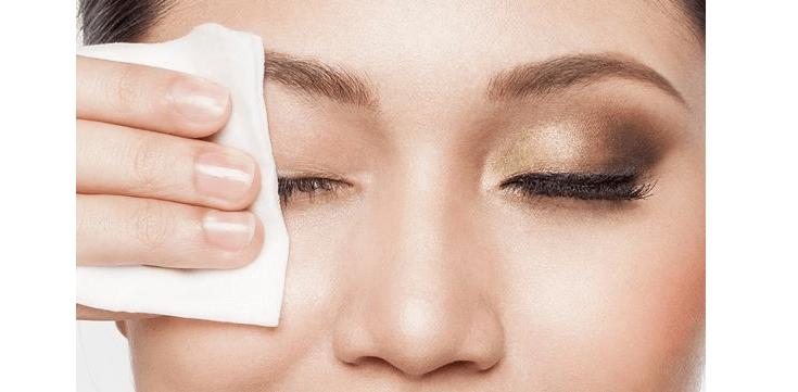 Aquí le mostramos cómo quitarse el maquillaje sin dañar sus preciosas pestañas